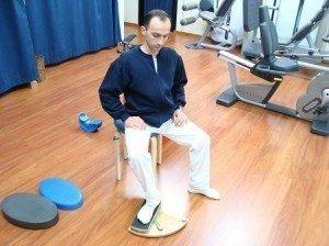 Esercizi, rotazione del piede, rinforzo, tibiale posteriore, muscoli peronieri, muscoli, movimento, fisiokinesiterapia, distorsione, recupero, ritorno, gare, partita, sportivi, palestra, calciatori, atleti, pallavolo, basket, tennis, ciclismo