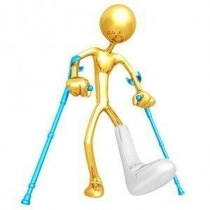 Immagine simpatica con piede ingessato fisioterapia, riabilitazione e rieducazione motoria