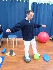 Esercizi, propriocettiva, piede, rinforzo, equilibrio, muscoli, movimento, dolore, male, palla, fisioterapia e riabilitazione, fisiokinesiterapia, distorsione, recupero, ritorno, gare, partita, sportivi, palestra, calciatori, atleti, pallavolo, basket, tennis, ciclismo