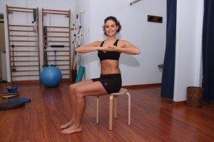 Esercizio per dorsalgia, nevralgia, intercostale, rotazione, lombare, dorso, schiena, bacino, stretching, dolore, lombalgia, cervicalgia, rachialgia, rachide, fisioterapia e riabilitazione, palestra