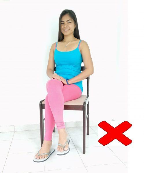 gambe-accavallate-seduto