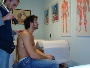 Laser terapia per tendinite, nervo, tendinite, muscolo, contrattura, stiramento, strappo, gonfiore, edema, infiammazione, dolore, male, stilettata, artrosi, età, anziani, post-intervento, fisioterapia e riabilitazione, schiena, lombare, sacrale, cervicalgia, cervicobrachialgia, lombosciatalgia, lombocruralgia, sportivi, calciatori, lavori pesanti, pallavolo, basket, ciclismo, neuropatia, discopatia, ernia del disco, protrusione, bulging
