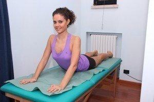 Esercizio per lombalgia, estensione lombare, dorso, schiena, bacino, stretching, postura, dolore, lombalgia, cervicalgia, rachialgia, rachide, fisioterapia e riabilitazione, mc kenzie