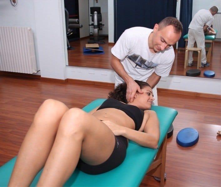 torcicollo,mckenzie,esercizio,cuscino,dolore,male,guarire,cervicale,collo