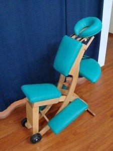 Sedia ergonomica per massaggi, con foro facciale, lombare, cervicale, dorsale, total body, sportivi, mal di testa, cefalea, armatura in legno, imbotitto, verde, comodo, rigido, confortevole, bello, fisioterapia e riabilitazione, osteopatia.