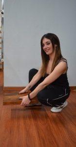 postura,corretta,sollevamento,trasporto,oggetto,ginocchia,piegate,schiena,male,dolore