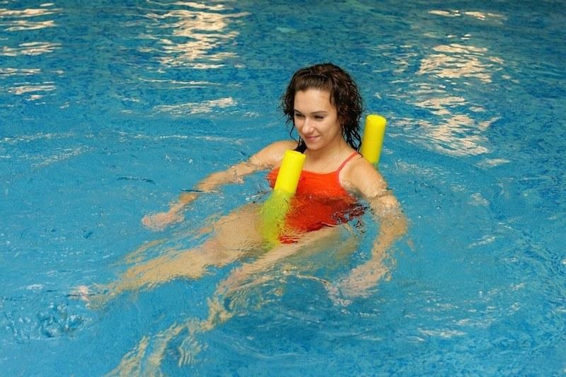 riabilitazione,acqua,frattura,piscina,dolore,appoggio,male,rinforzo,movement