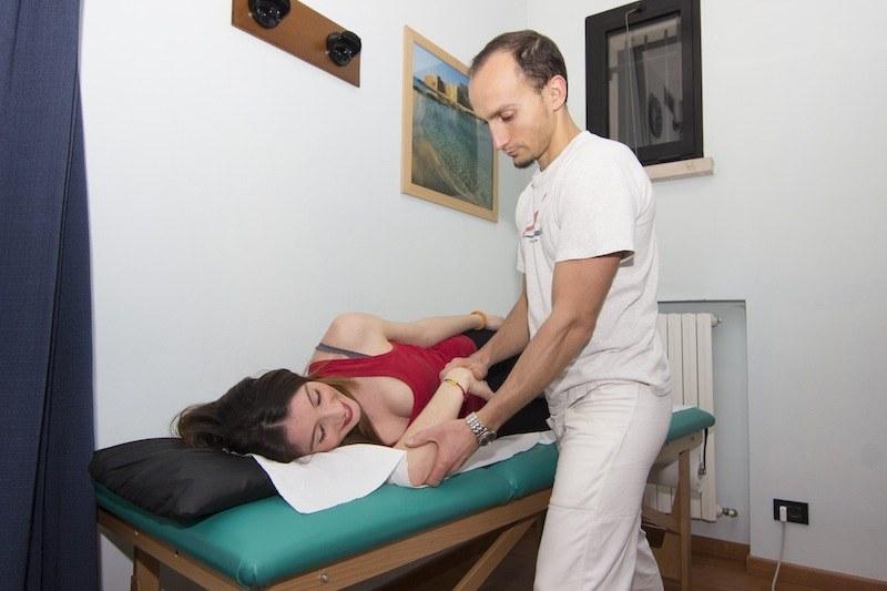 capsulite,adesiva,stretching,esercizio,passivo,riabilitazione,dolore,male,aderenze,terapia