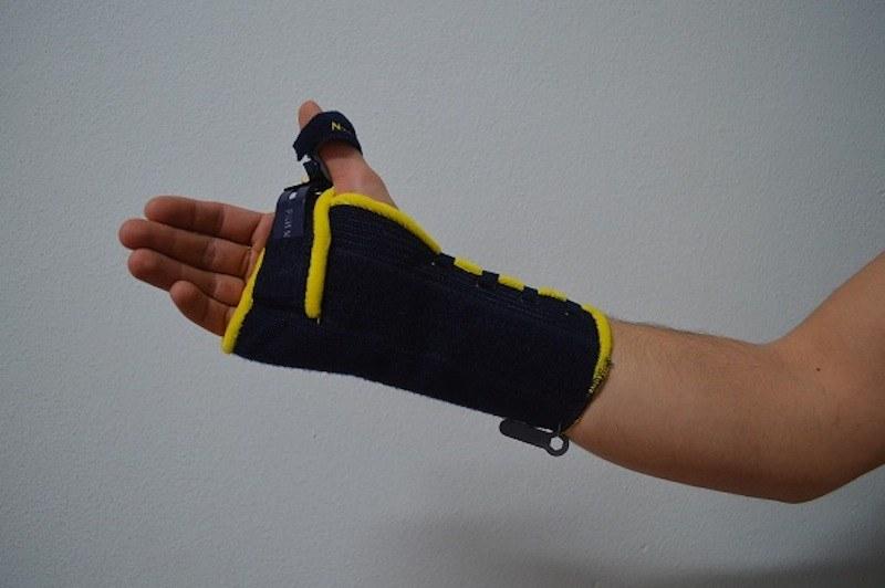 tutore,gesso,frattura,polso,immobilizzare,dolore,guarigione,recupero,fisioterapia