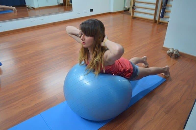 Esercizi per il mal di schiena lombare a casa o in for Dolore addome sinistro alto
