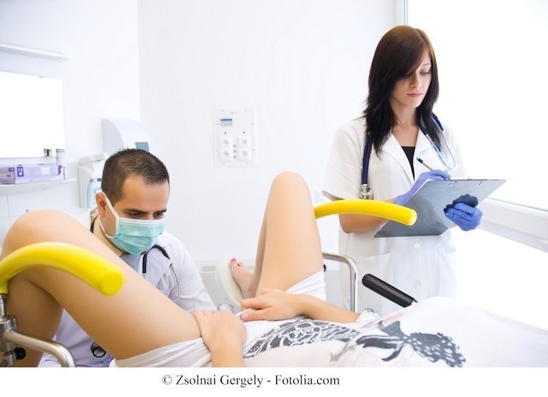 Прием у гинеколога первый видео