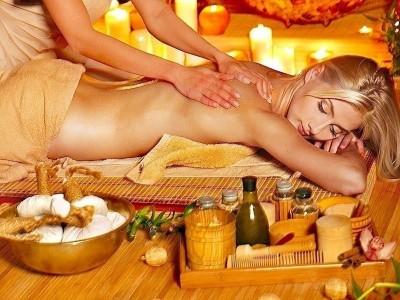 Massaggio,olio d'oliva,schiena,viso