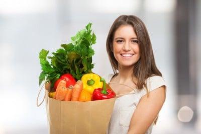 Verdure a foglia verde,verdura,ragazza sorridente