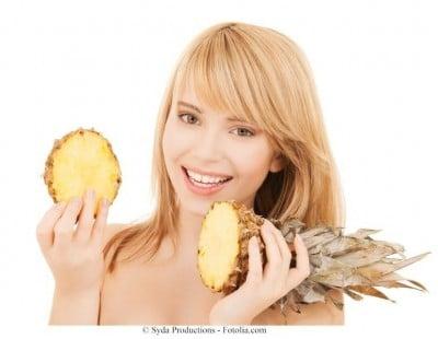 Dieta vegana,ananas,ragazza,frutta,verdura
