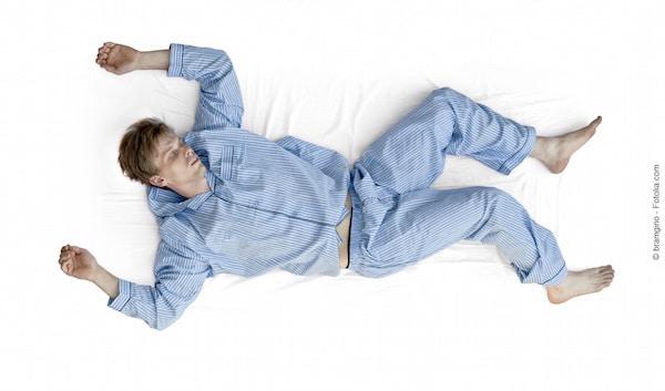 Dormire supino,braccia aperte,gambe larghe