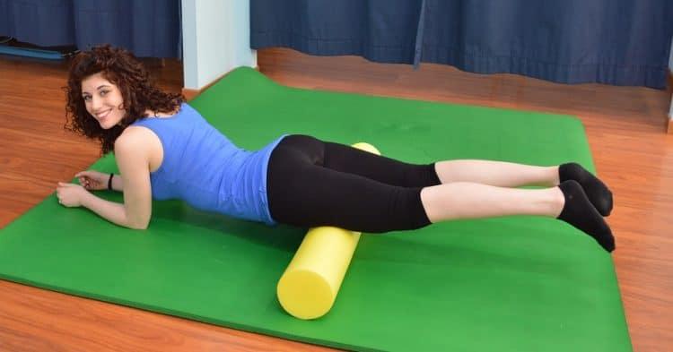 Foam roller,quadricipiti,massaggio,cosce