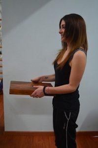 Postura,corretta,schiena,peso,oggetto,in piedi,male,dolore,piegamento,gambe,ginocchia,muscoli