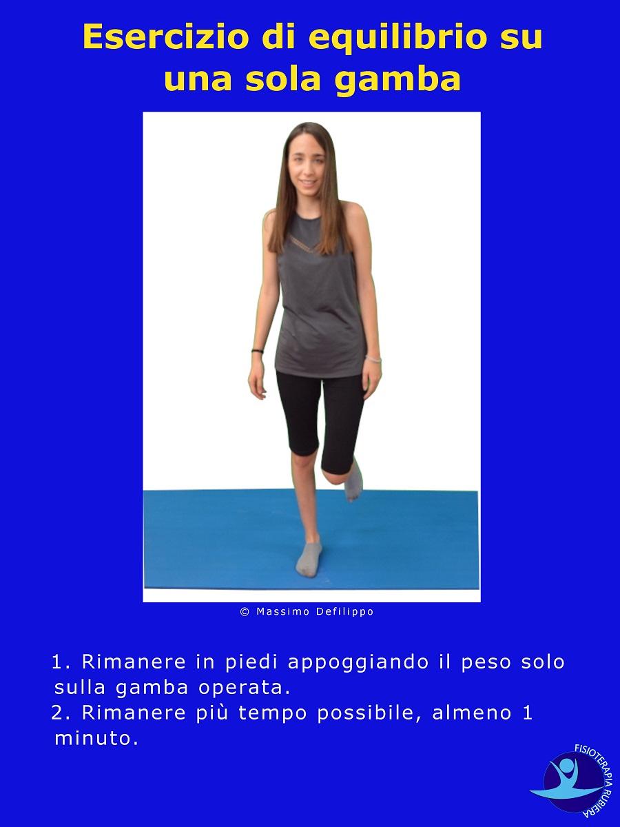 Esercizio-di-equilibrio-su-una-sola-gamba