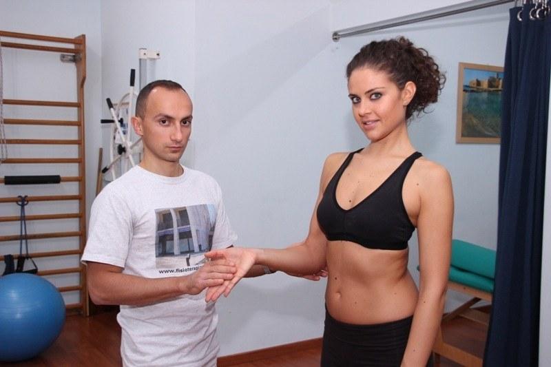 epitrocleite-stretching-esercizio-forza-test-dolore-male-infiammazione-gomito-golfista-pronatori-muscoli-flessori