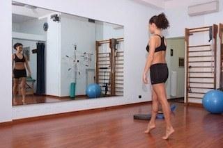 camminare,punta,piedi,dolore,fascite,esercizio,male,infiammazione,fisioteraipa,riabilitazione