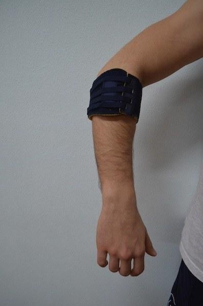 epicondilite,cinturino,tutore,gel,pressione,tendinite,estensori,supinatori,polso,avambraccio